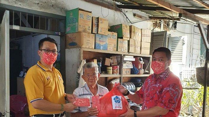Bingkisan dan Angpao Untuk Keluarga Tionghoa yang Terdampak Covid-19 di Palu