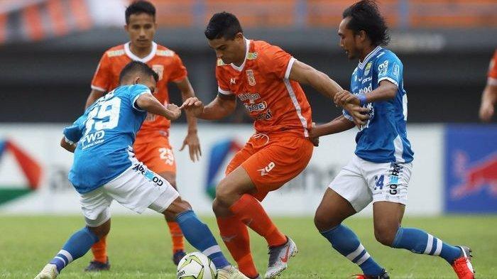 Lawan Bali United, Pelatih Persib Bandung Singgung Formasi Manchester City