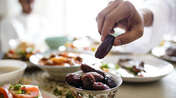 Tata Cara Berbuka Puasa Ramadhan yang Dianjurkan Nabi Muhammad, Lengkap dengan Doa Buka Puasa