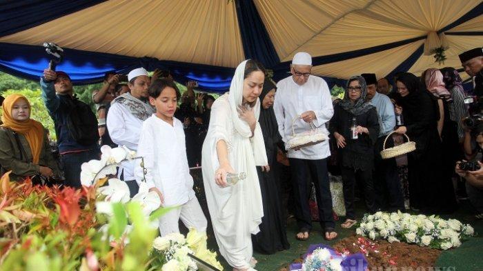 9 Hari Kepergian Ashraf Sinclair, Sang Ibunda Kembali ke Malaysia, Tinggalkan Pesan Haru untuk BCL