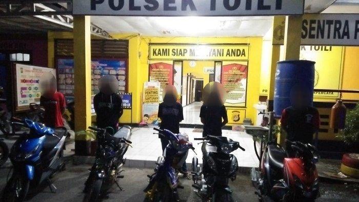 Asik Minum Cap Tikus di Pinggir Jalan, 5 Pemuda di Banggai di Angkut ke Kantor Polisi