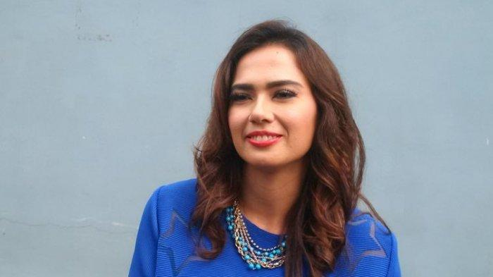 Catherine Wilson berpose di Gedung Trans, Mampang Prapatan, Jakarta Selatan, Rabu (17/10/2018)