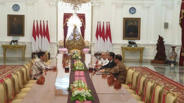 CEO Bukalapak Ahmad Zaky bertemu Presiden Jokowi di Istana Merdeka