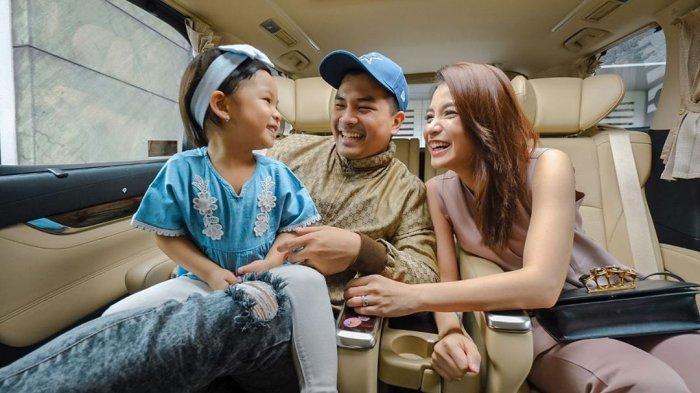 Unggah Foto Bersama Glenn Alinskie dan Nastusha, Chelsea Olivia Umumkan Kabar Kehamilan Anak Kedua