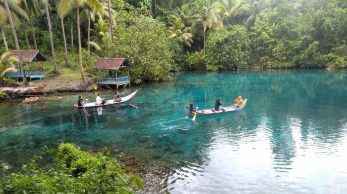 Danau Paisupok di Desa Luk Panenteng, Bulagi Utara, Banggai Kepulauan, Sulawesi Tengah