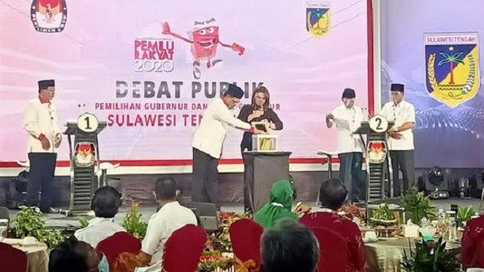 Pasangan calon Gubernur Sulawesi Tengah kompak mengenakan kemeja putih dan peci hitam saat mengikuti Debat publik Pemilihan Gubernur (Pilgub) 2020 di Hotel Best Western Plus, Jl Basuki Rahmat, Kelurahan Birobuli Utara, Kecamatan Palu Selatan, Kota Palu, Sabtu (31/10/2020).