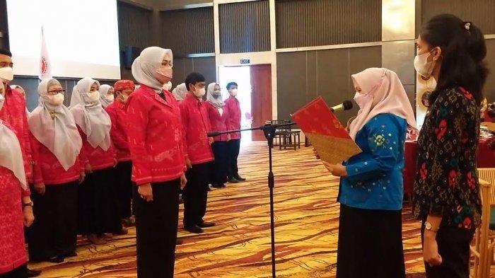 Kukuhkan 41 Pengurus Dekranasda, Wawali Palu Tuntut Peningkatan Kemampuan Pengrajin