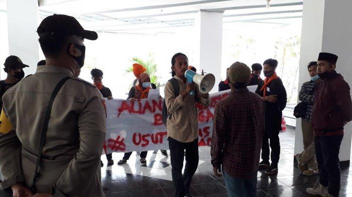 Mahasiswa Demo di DPRD Banggai, Tuntut Pengusutan Dugaan Korupsi Dana PDAM Rp 9 Miliar