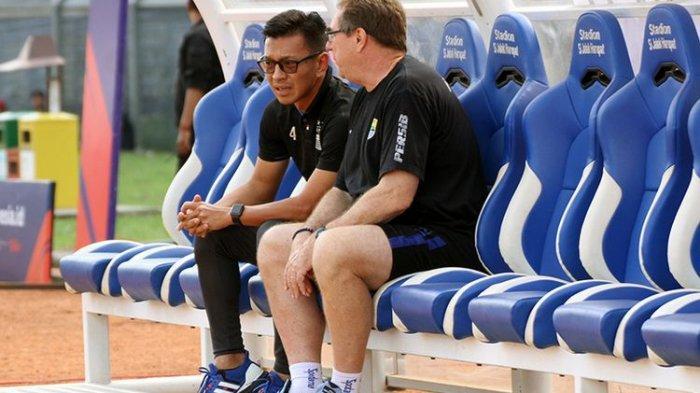 Bos Persib Tegaskan Ezechiel N'Douassel Masih Terikat Kontrak di Persib Bandung