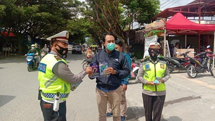 Operasi Keselamatan Tinombala 2021, Dislantas Polda Sulteng Bagi-bagi Masker ke Pengendara di Palu