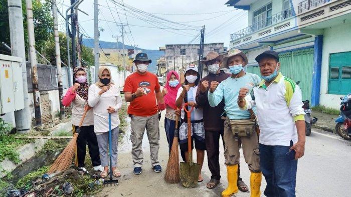 Jelang Iduladha, Warga Ujuna Bersih-bersih Bantaran Sungai Palu