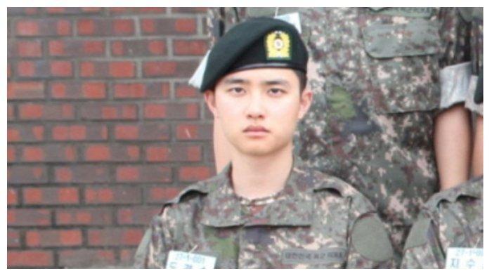 Foto D.O EXO saat memakai seragam wajib militer
