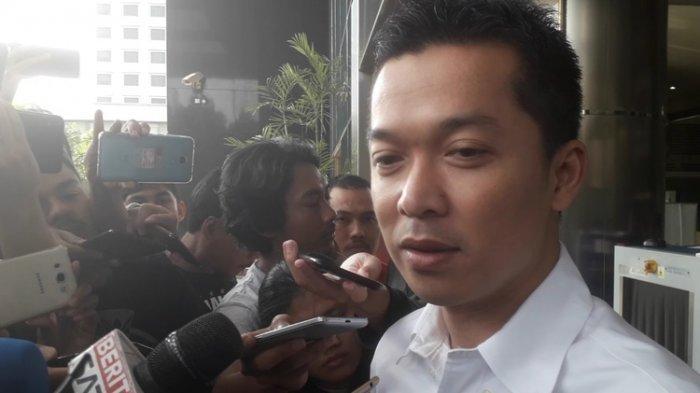 Eks atlet bulu tangkis Taufik Hidayat setelah diperiksa KPK terkait statusnya sebagai Staf Khusus Menpora dan Wakil Kasatlak Prima, Kamis (1/8/2019)