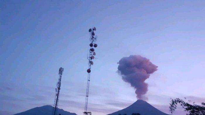 Gunung Merapi Kembali Erupsi pagi Ini, Tinggi Kolom Capai 6.000 Meter dari Puncak
