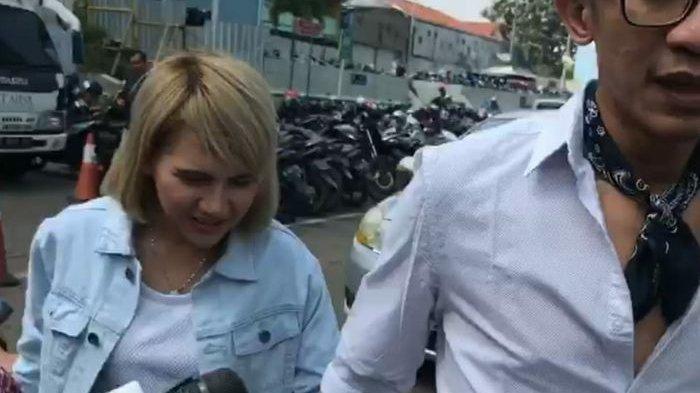 Disebut Rujuk, Aming dan Evelyn Tak Mau Berikan Komentar saat Jalan Bergandengan Bersama