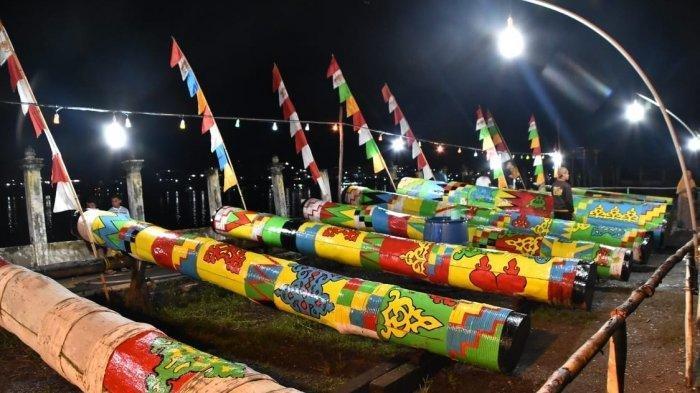 Festival Meriam Karbit, di Halaman Masjid Jami Sultan Nata Sintang, Pontianak, Kalimantan Barat.