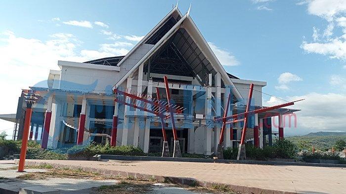 Kondisi gedung auditorium Untad pasca bencana gempa magnitudo 7,4, Jumat (11/6/2021)