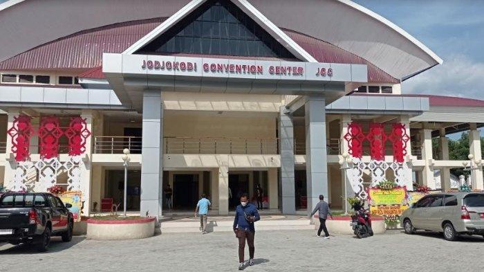 40 Karangan Bunga Hiasi Gedung JCC Kota Palu dengan Ucapan Selamat kepada Wali Kota dan Bupati Baru