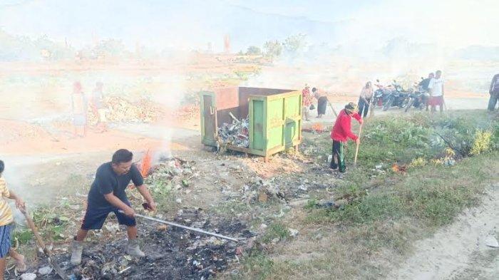 Warga Birobuli Selatan Gotong Royong Bersihkan Sampah di TPS Jl Malaya