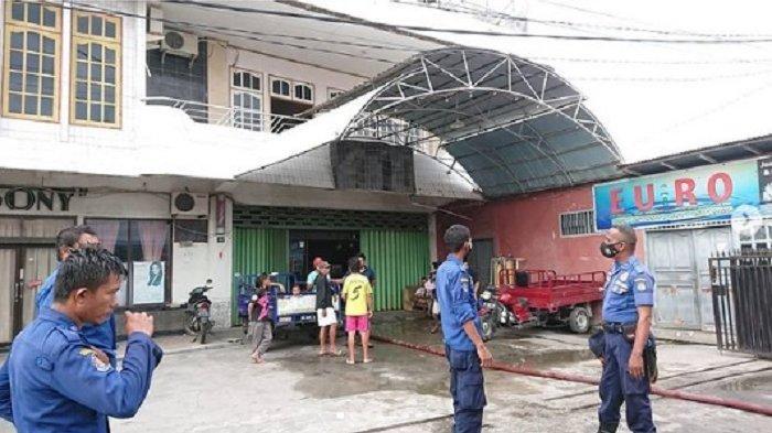 Depot Air Minum isi Ulang Terbakar, 3 Armada Damkar Dikerahkan