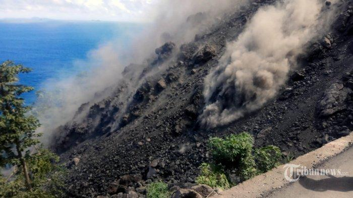 Gunung Karangetang Keluarkan Guguran Lava Sejauh 2.000 Meter