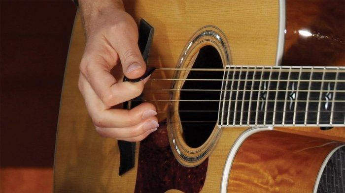Chord Kunci Gitar 'Kenanglah Aku' - Naff: Mungkin Suatu Saat Nanti Kau Temukan Bahagia . . . .
