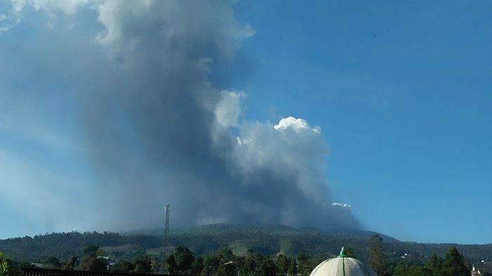 Situasi Terbaru Setelah Gunung Tangkuban Parahu Erupsi, Debu Vulkanik Jatuh di Jayagiri, Lembang