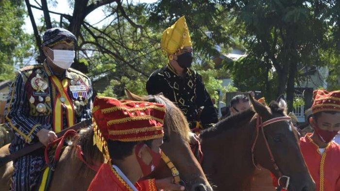 Momen Bupati Donggala dan Wali Kota Palu Naik Kuda saat Penyerahan 4 Aset