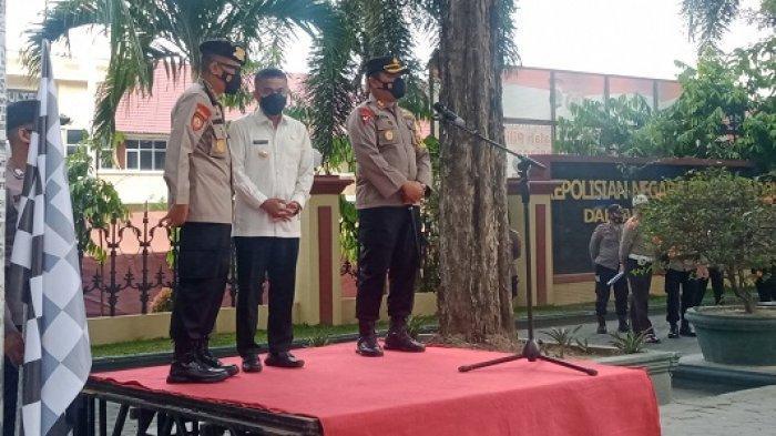 Wali Kota Palu Hadianto Rasyid bersama Kapolres Palu AKBP Riza Faisal melepas personel penyemprotan disinfektan di sejumlah ruas jalan dan tempat umum di Kota Palu, Jumat (7/5/2021) siang.