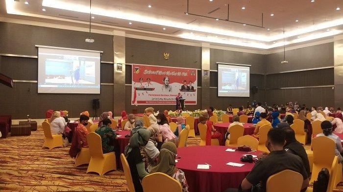 Dinas Pemberdayaan Perempuan dan Perlindungan Anak (DP3A) Sulawesi Tengah mengelar peringatan Hari Kartini di Hotel  Best Western Plus Coco Palu, Jl Jendral Basuki Rahmat Kelurahan Birobuli Utara, Kecamatan Palu Selatan, Kota Palu, Sulawesi Tengah, Rabu (21/4/2021) pagi.