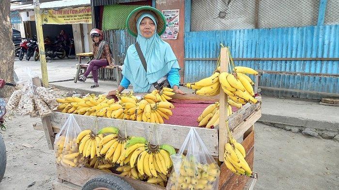 Kisah Lansia Penjual Pisang Keliling di Palu: Korban Triobencana, Sekarang Tinggal di Rumah Sewa