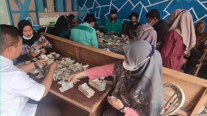 Uang Berkarung-karung di Rumah Kakek Biyok Viral di Medsos, Begini Penjelasan Lurah