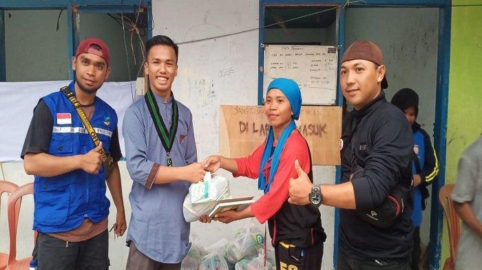 HMI Komisariat Hukum Universitas Tadulako Beri Bantuan untuk  Korban Banjir Lumpur di Desa Poi