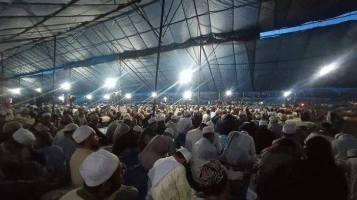 Nekat Salat Tarawih di Masjid, Pasien Positif Covid-19 Klaster Gowa di NTB Dijemput Tenaga Medis