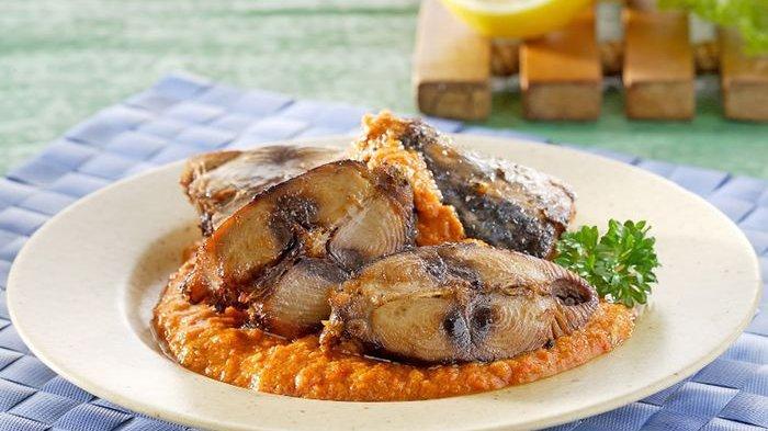 Resep membuat ikan goreng sambal santan.
