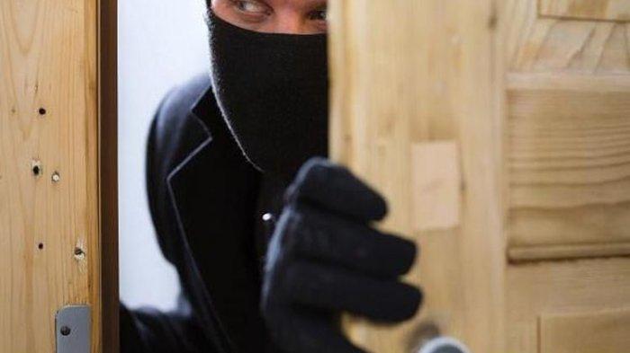 Tak Berhasil Congkel Pintu, Pencuri Ini Berusaha Bawa Kabur Besi Genjot Tapi Kesulitan Mengangkatnya