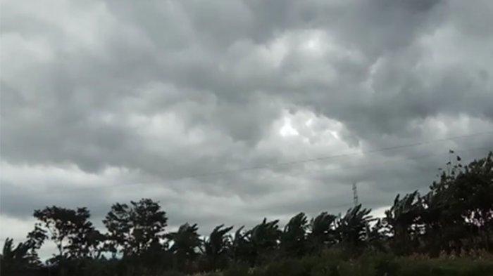 19 Rumah di Pantai Timur Parimo Rusak Dihantam Angin Kencang, 1 Warga Kritis
