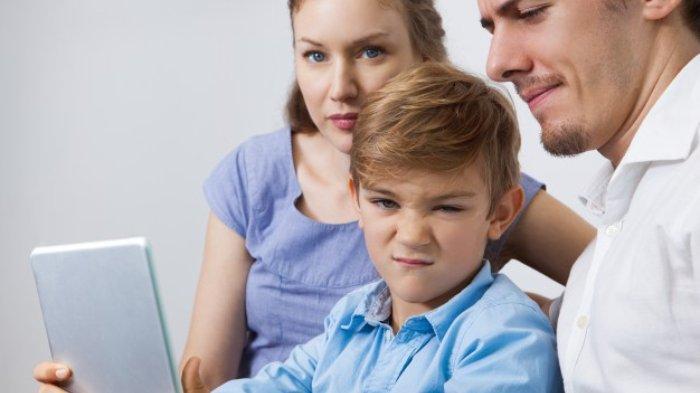 Viral Unggahan Seorang Kakak soal Adiknya yang Mengaku Stres, Ini Tips Bujuk Anak dari Psikolog