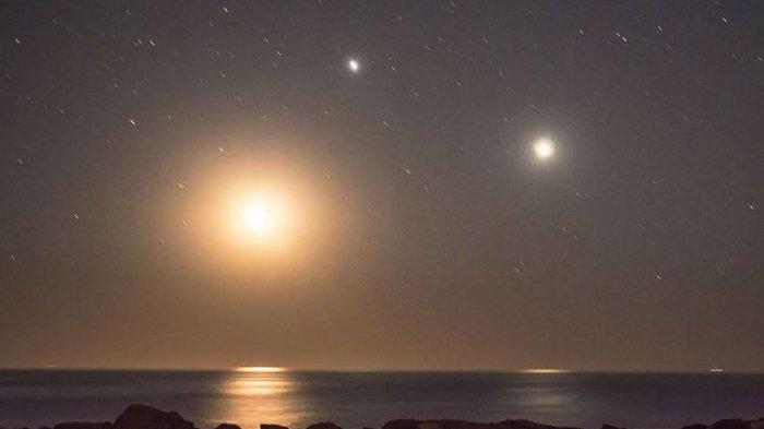 Mulai Sore Ini, Ada Tripel Konjungsi Bulan, Saturnus,dan Jupiter, Bisa  Dilihat dengan Mata Telanjang - Tribunpalu.com
