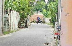 Kesal Diklakson Saat Keluarkan Mobil, Pria Ini Tutup Jalan Umum di Depan Rumahnya Dengan Tembok