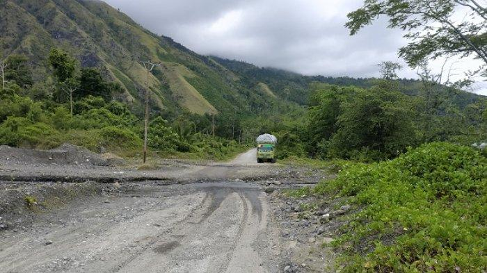 Hati-Hati, Jalur Air Belah Jalan Trans Sulawesi di Nuhon Banggai
