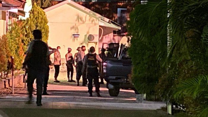 Jenazah Panglima Teroris Poso Tiba di RS Bhayangkara Palu, Dikawal Brimob Bersenjata Lengkap