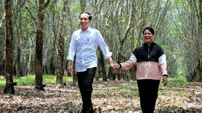 Usai Cium Batu Hajar Aswad Saat Umroh, Iriana Jokowi Menangis Haru dan Peluk Joko Widodo