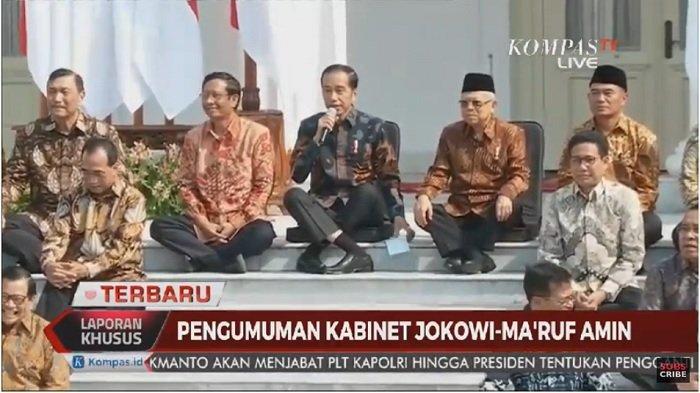 Sambil Lesehan di Tangga Istana, Jokowi Kenalkan Nama-Nama Menteri Kabinet Indonesia Maju