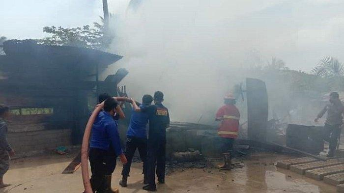 Lagi-lagi Karena Korsleting, Satu Unit Rumah di Desa Bahoue Morut Ludes Terbakar