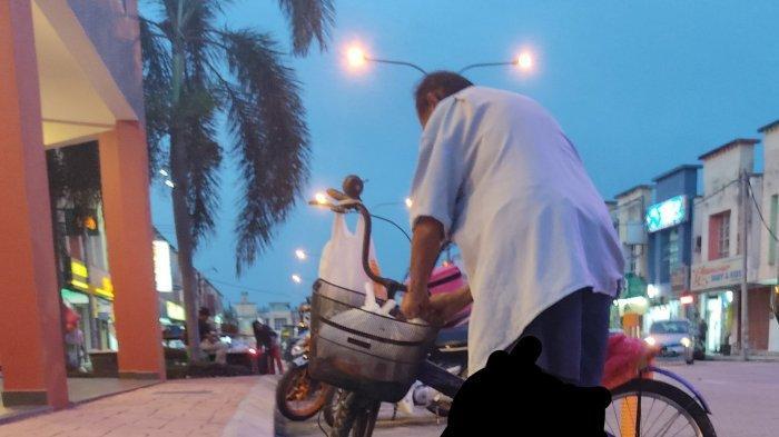 Viral Kakek di Malaysia Ingin Belikan Ayam untuk Cucu tetapi Uang Tak Cukup, Ini Akhir Kisahnya