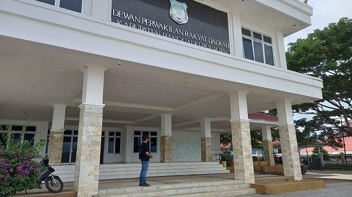 Kantor DPRD Kabupaten Banggai Kepulauan di Jl Bukit Trikora, Kelurahan Salakan, Kecamatan Tinangkung, Sulawesi Selatan, Selasa (30/3/2021).