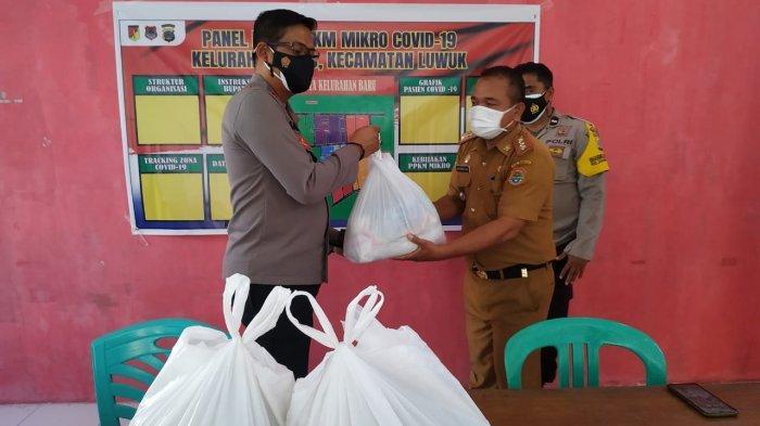 Kapolres Banggai Salurkan Bansos Polri Peduli di Posko PPKM