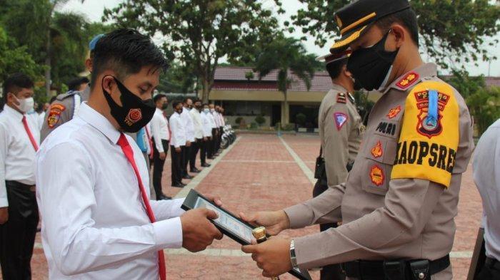 Kapolres Palu Beri Penghargaan Anggotanya yang Berhasil Ungkap Kasus