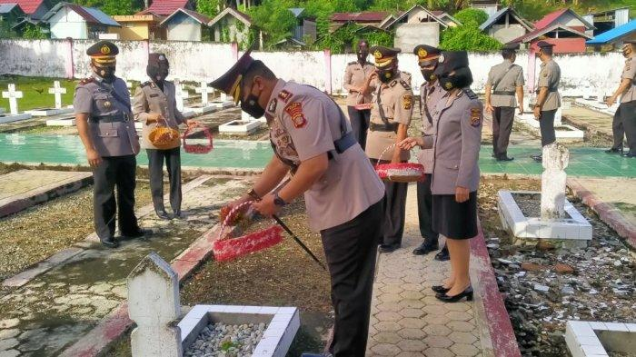 Peringati HUT Bhayangara Ke-75, Kapolres Poso Pimpin Upacara Ziarah TMP